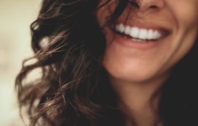 写真を撮るときに笑顔が不自然になる理由